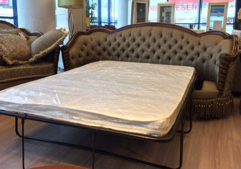 Классический диван - кровать из массива натурального дерева