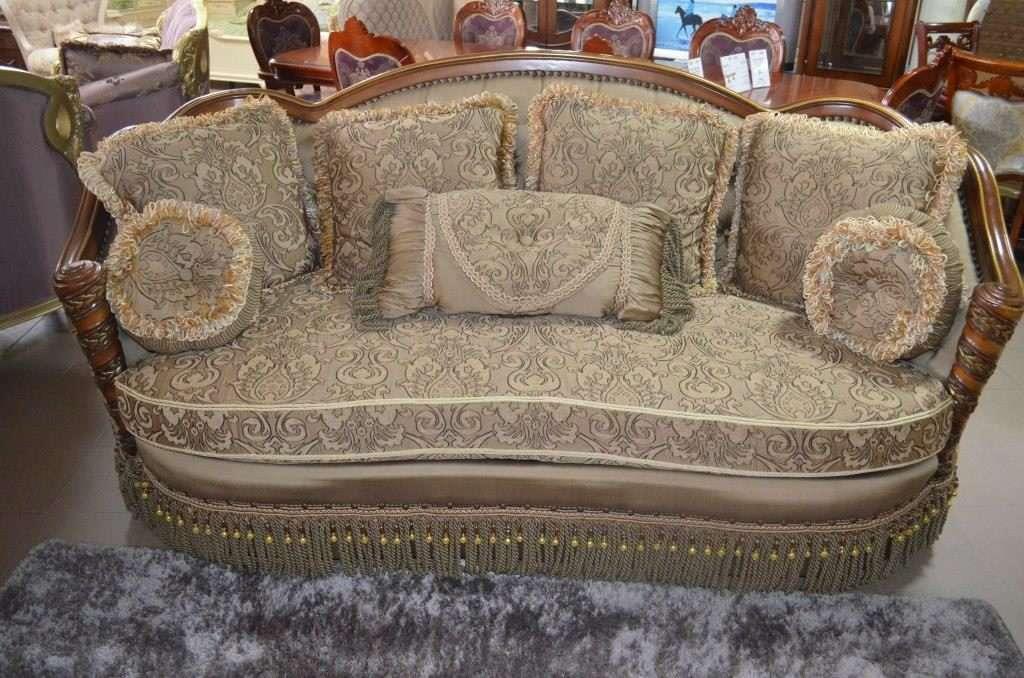 Диван с темными подлокотниками из дерева от Bellini Classic Sofa в Одессе