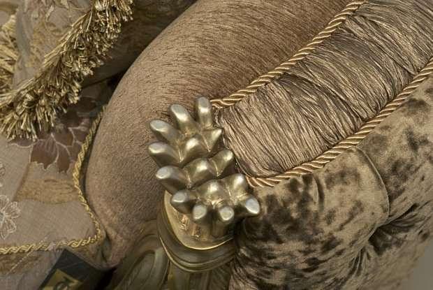 Фото декора классического мягкого дивана Цезарь