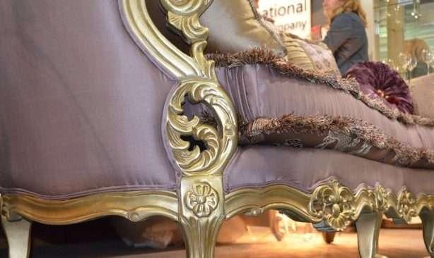 декор дивана с золотом Даная