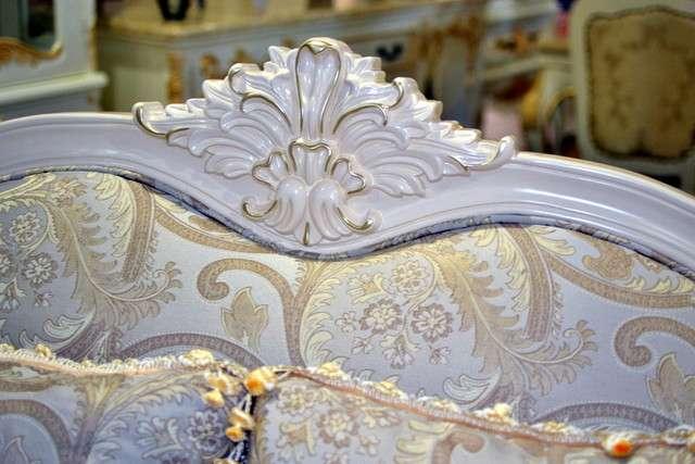"""""""корона дивана"""" - резное украшение верхней части спинки"""