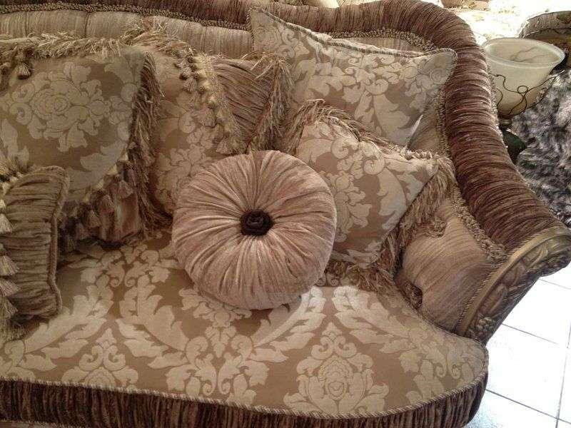 мягкие подушки для удобной посадки в диван