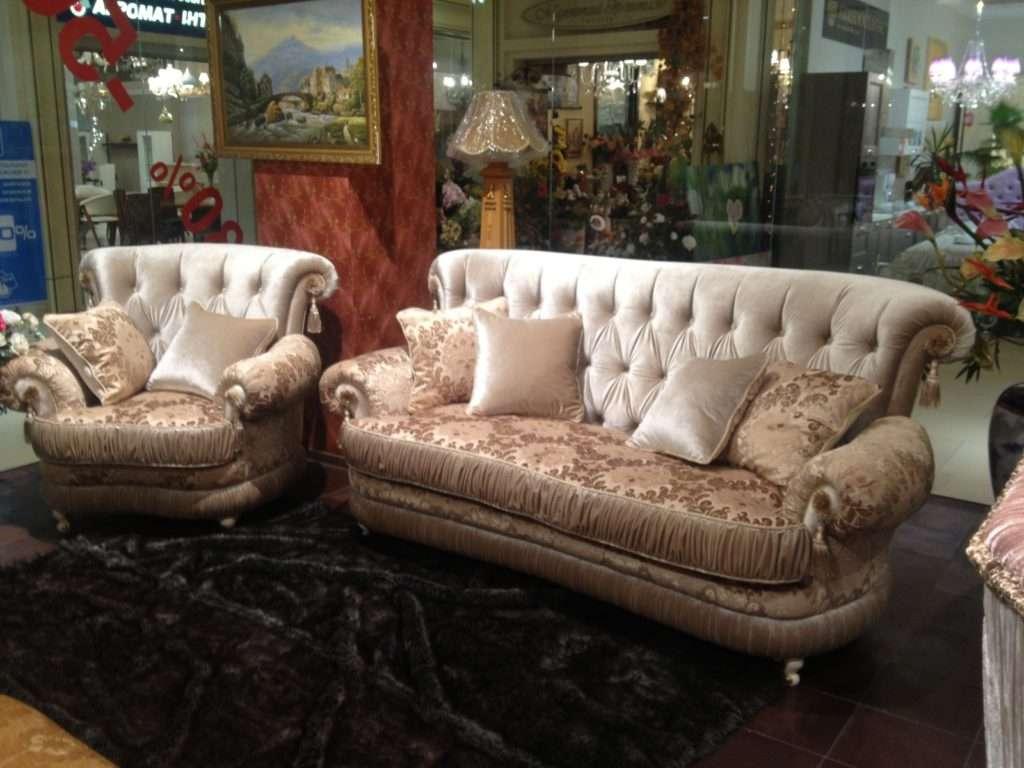 комплект мягкой мебели в гостиную классического стиля
