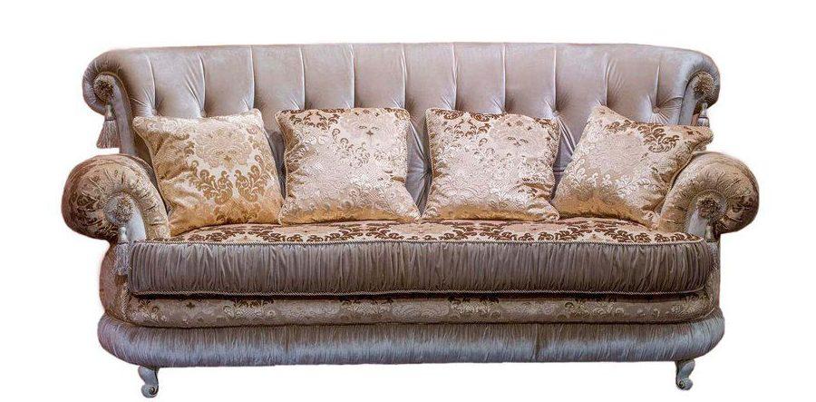 Модесто классический диван в мягкой обивке с подушками