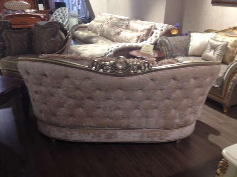 обивка дивана дворцового стиля с тыльной стороны тканью