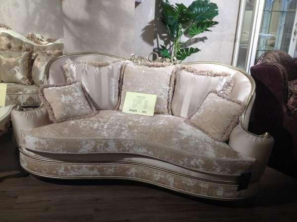 Двухместный классический дворцовый диван в золоте