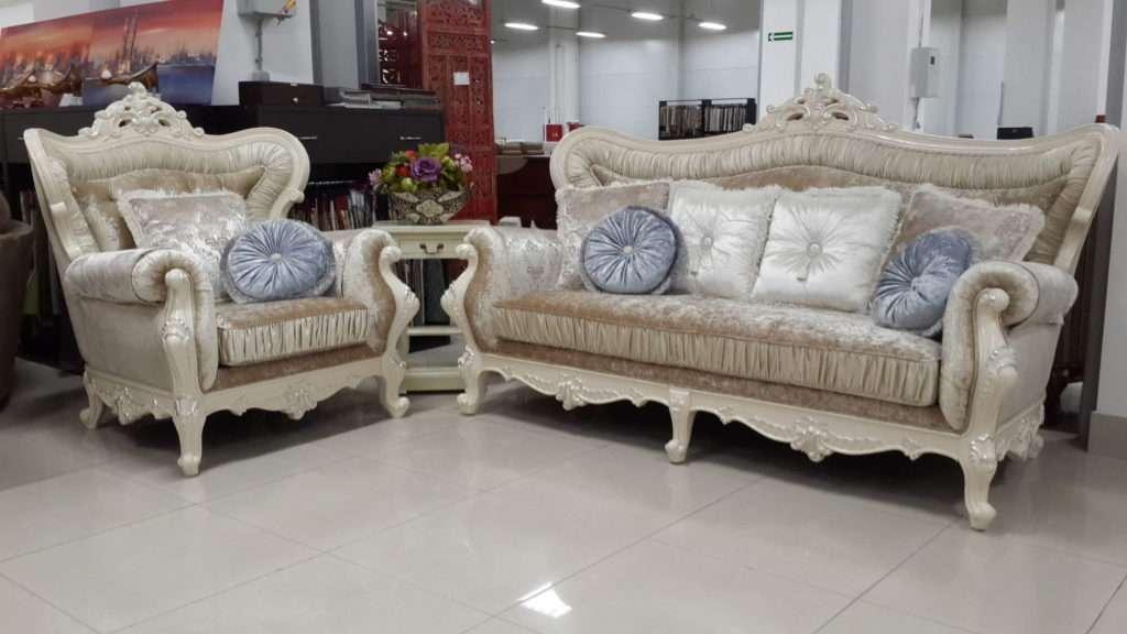 Белый классический диван с резными подлокотниками Идальго