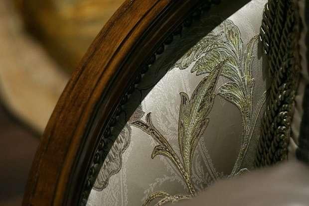 Фото: ткань и прокрас дерева дивана Орхидея