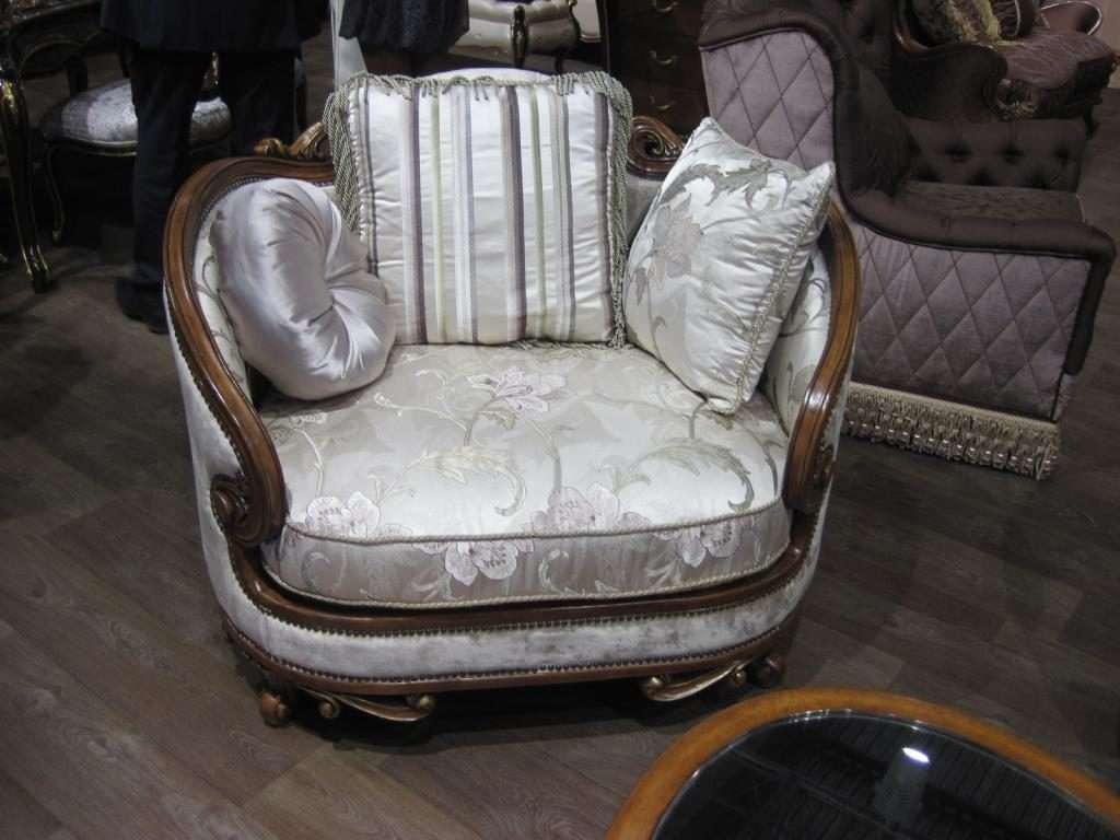 Кресло с деревянными подлокотниками Орхидея Эпоха стиля
