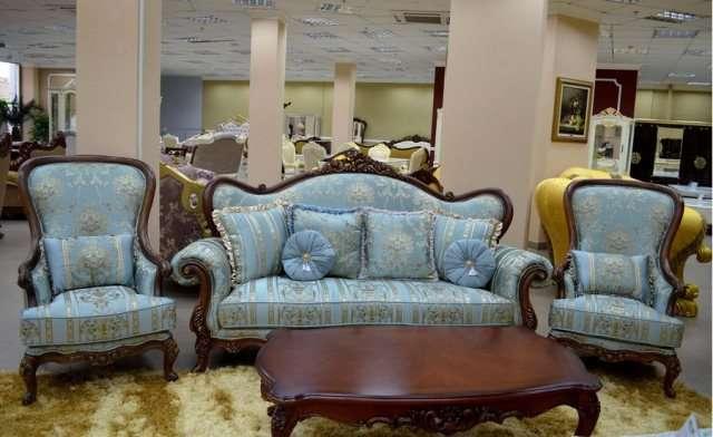 Резной диван в синей богатой обивке Казанова