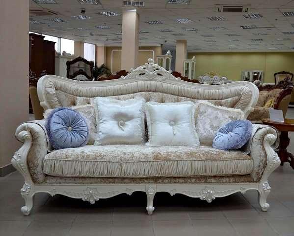 Белый диван в серебре Идальго.