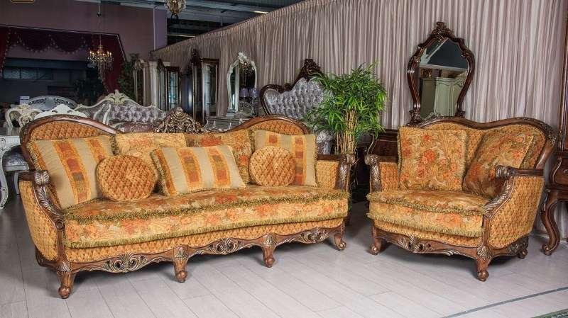 Классический диван и кресла в цвете орех