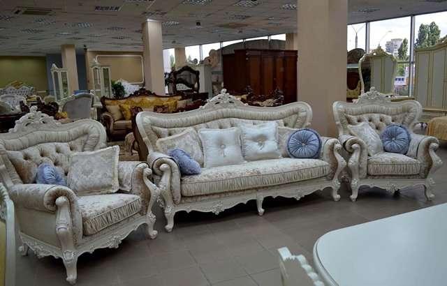 Белый резной диван Идальго.
