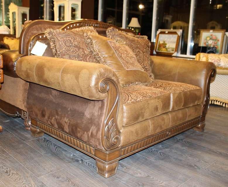 Классический кожаный диван Эшли