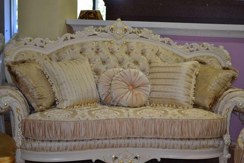белый резной диван с патиной Посейдон
