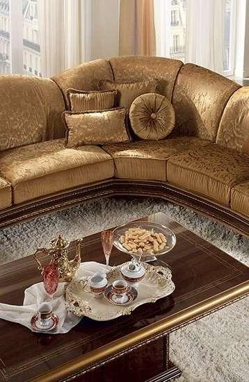 Угловой диван в классическом стиле Giotto