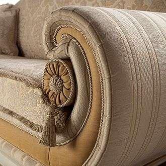 Мягкий диван в классике Leonardo
