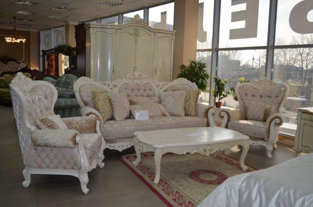 Белый мягкий комплект мебели в холл Наполеон.