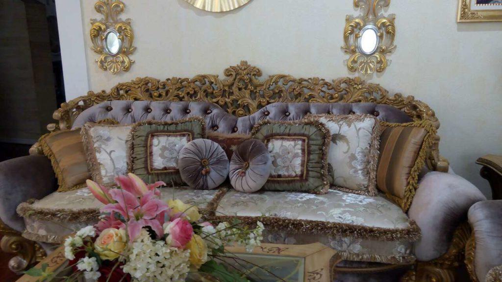 Трехместный диван в королевском стиле Белла Рива
