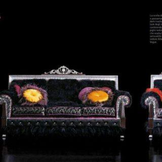 Строгий классический прямоугольный диван в романском стиле.