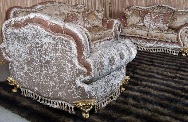 обивка спинки кресла с серебряным отливом