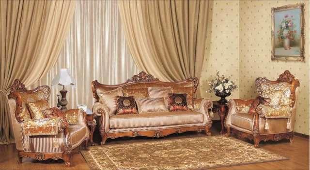 Мягкий резной диван с креслами.