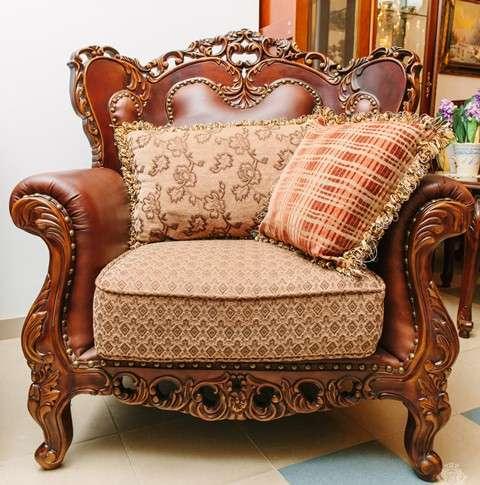 Резное кресло в мебельный гарнитур София