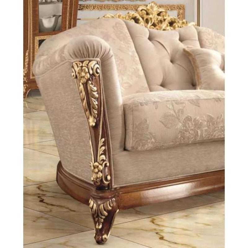резной декор на подлокотнике дивана La Medicea
