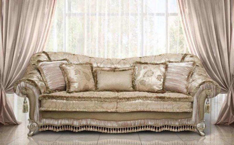 Дорогой классический мягкий диван Атос