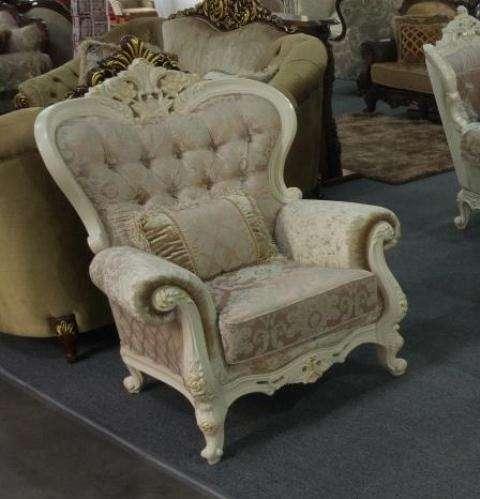 Мягкое классическое кресло Наполеон.