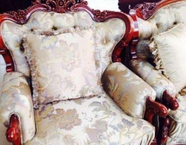 Классическое кресло коричневого дерева Диоген