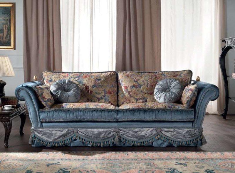 Классический диван Cedar с цветочным принтом от Epoque Salotti.
