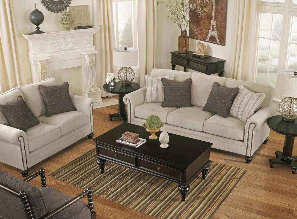 Светлый мягкий классический диван Эшли