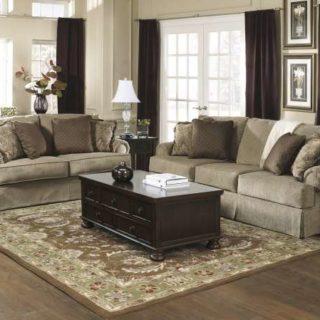 Большой дорогой диван Эшли в гостиную