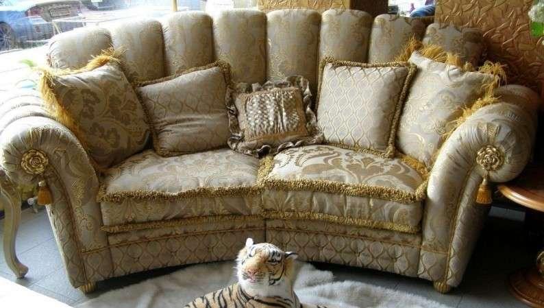 Двухместный классический диван Елена
