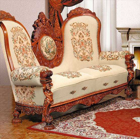 Резной диван в мебельный гарнир Итальянский Ренессанс. Мобекс.