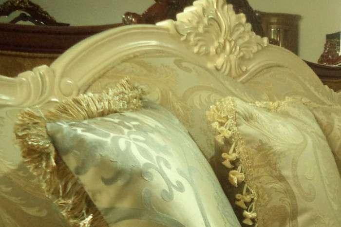 Резьба золотого дивана Колизей