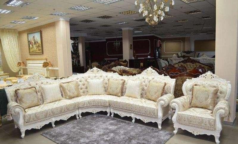 Белая резная мягкая мебель в гостиную Олимп.