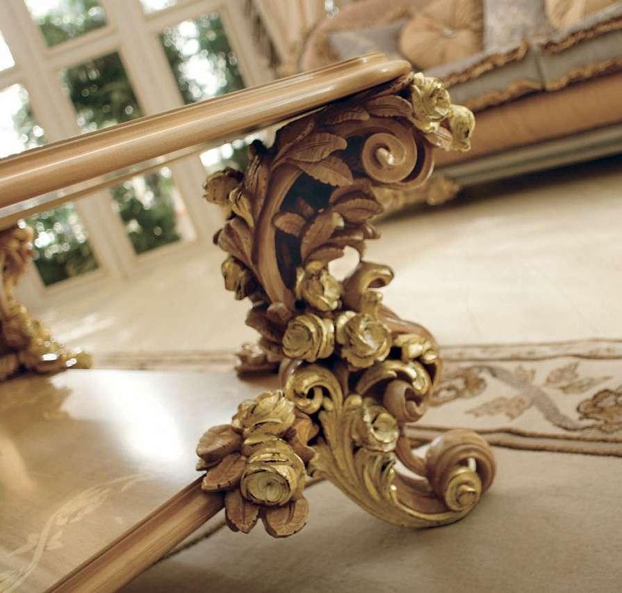 Резной декор ножек журнального стола Bouquet фабрики Riva Mobili D'Arte