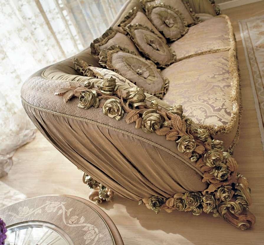 обивка дивана из элитной ткани, декор - ручная резьба