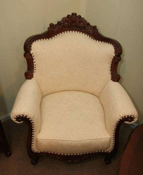 Элитное мягкое кресло в стиле классицизм.