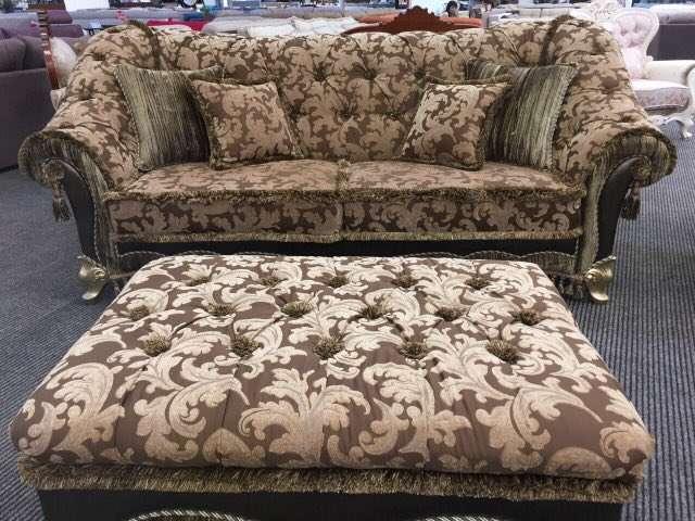 живые фото дивана на выставке в Одессе: Портос Инстайл