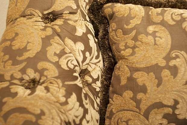 Подушки на диван в классическом стиле Рококо с вензелями