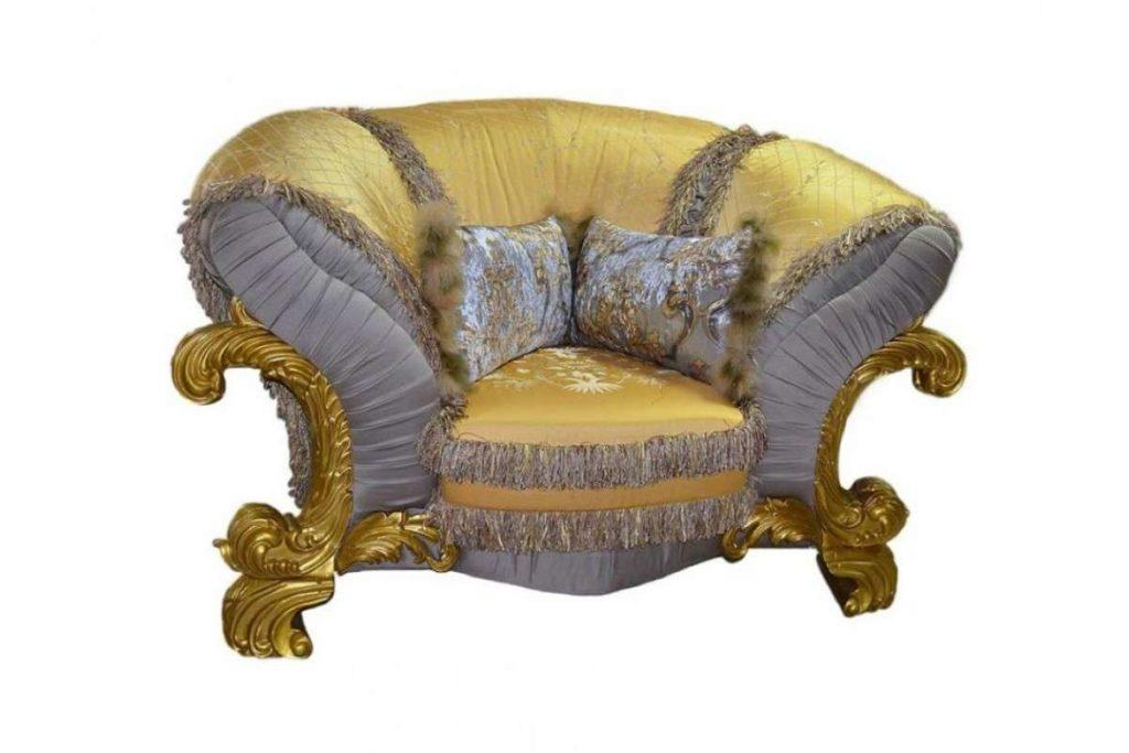 Резное кресло в золоте