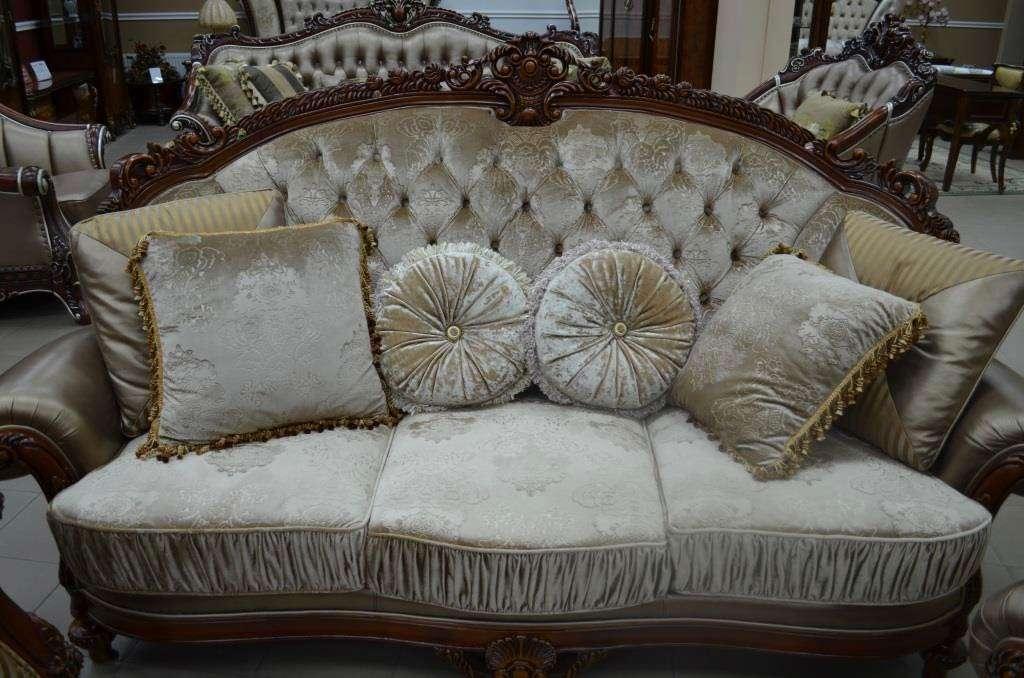 Коричневый классический диван Цезарь.Беллини