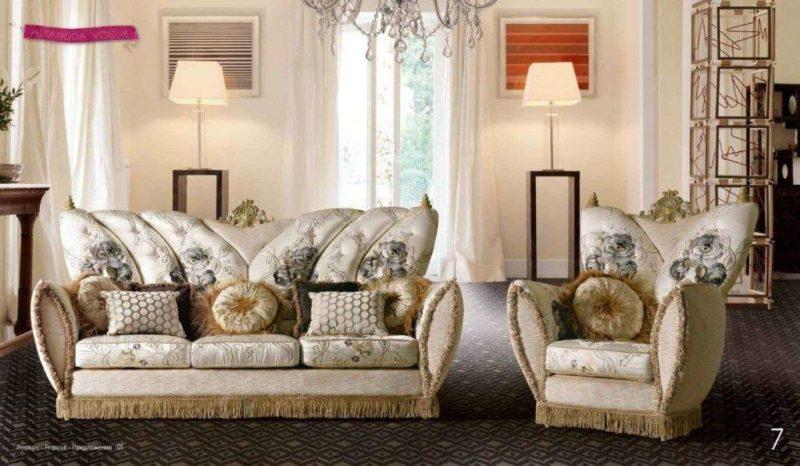 Дорогой роскошный итальянский диван Шик.