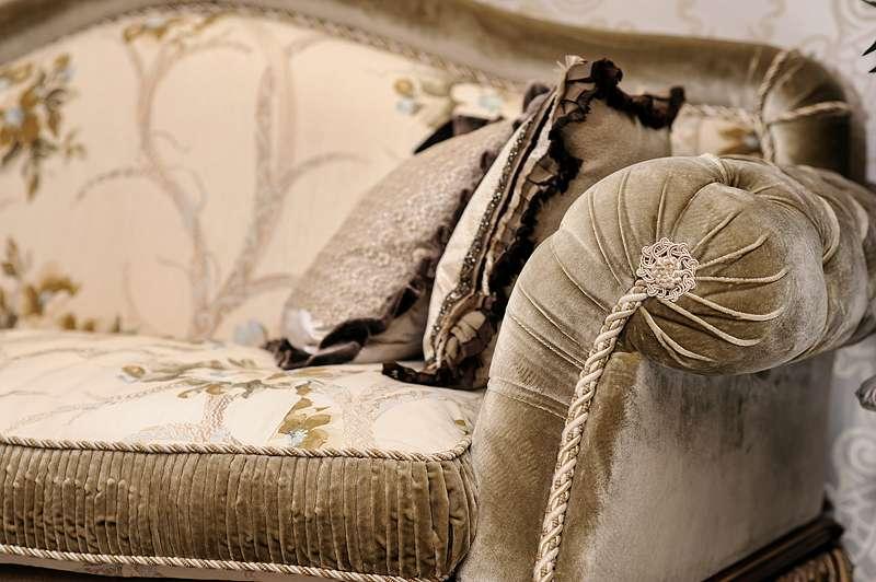 Мягкий классический диван Опера.