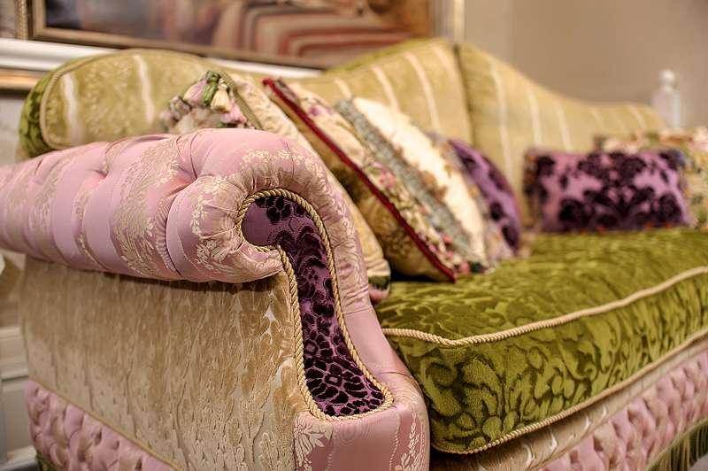 Яркий дорогой диван CRYSTAL