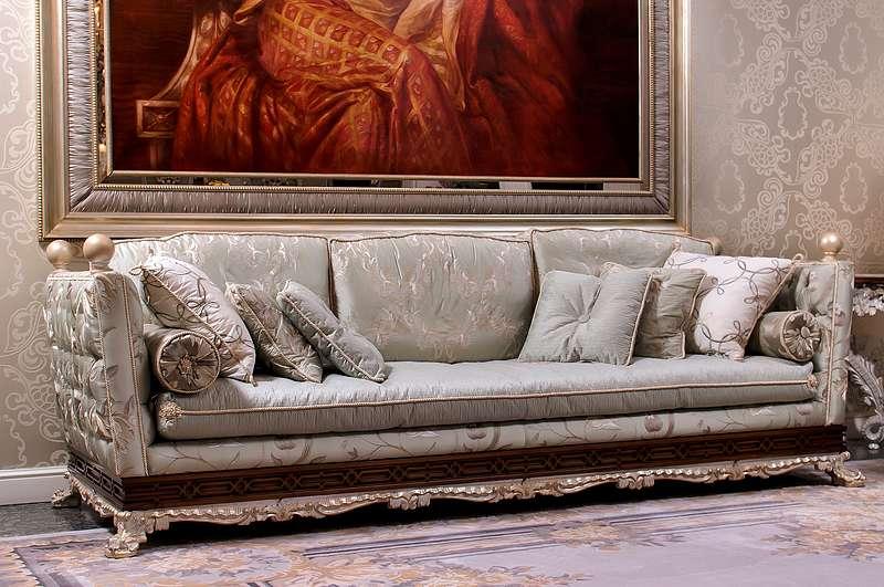 Трехместный дорогой итальянский диван