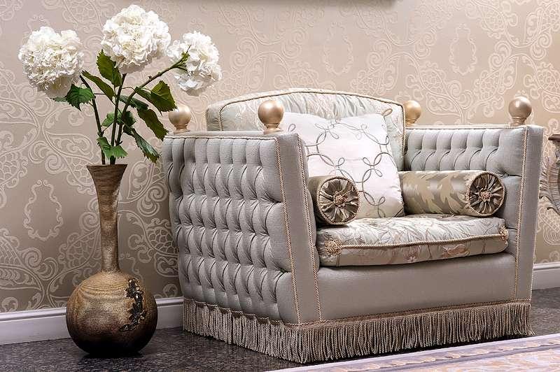 Прямое кресло REGENCY в стиле классицизм.